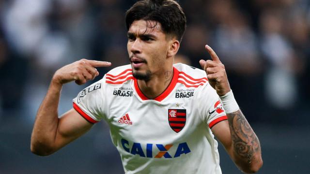 Flamengo goleia o Paraná e assume a vice-liderança do Brasileirão