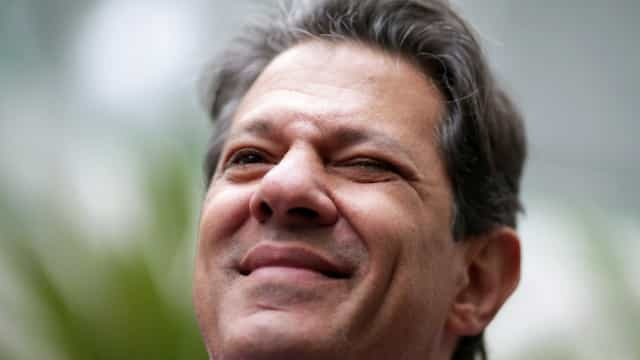 No Ceará, Haddad diz que Brasil escolherá entre miliciano e professor