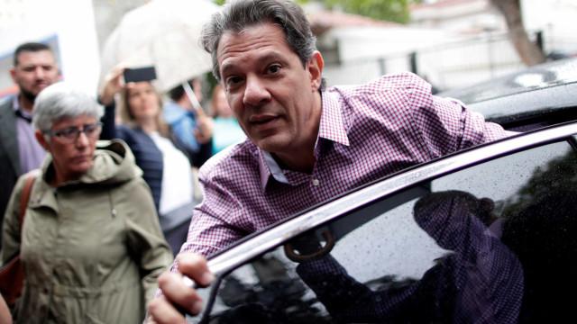 Manifestantes pró-Bolsonaro perseguem comitiva de Haddad