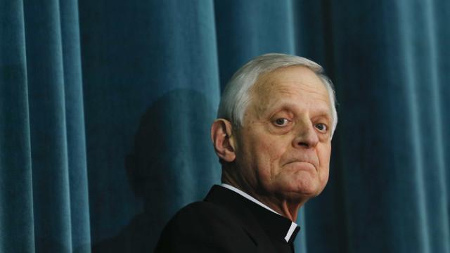 Papa aceita renúncia de arcebispo acusado de proteger pedófilos