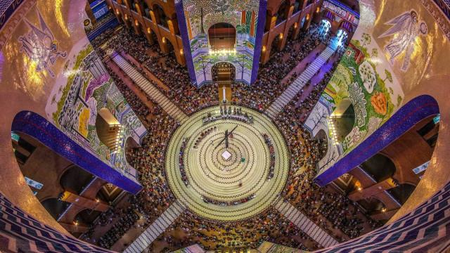 Basílica de Aparecida fecha portões por 1h devido a excesso de fiéis