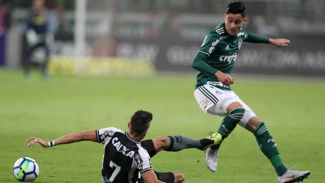STJD concede efeito suspensivo ao Palmeiras e libera Mayke e Diogo