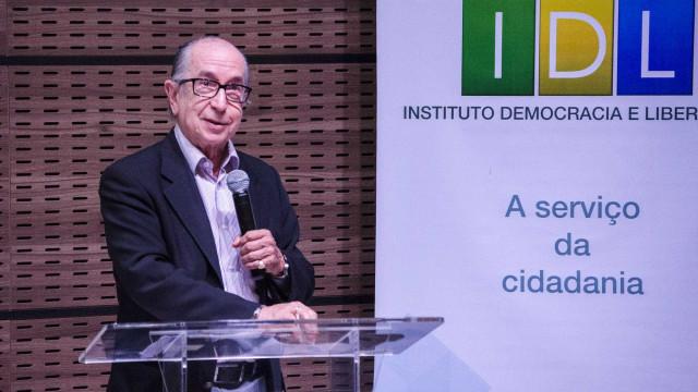 Plano de Bolsonaro prevê aumentar verba para ciência