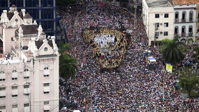Milhares de pessoas acompanham o Círio de Nazaré no Pará