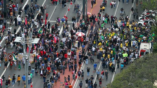 Apoiadores de Bolsonaro e Haddad fazem manifestação na Av. Paulista