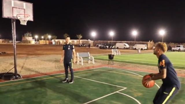 Neymar mostra que também tem talento com as mãos; veja