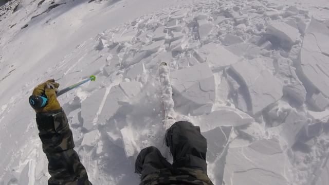 Esquiador se livra de avalanche surpresa nos EUA