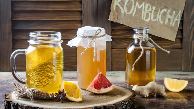 Kombucha: descubra o que é e como fazer a bebida do momento
