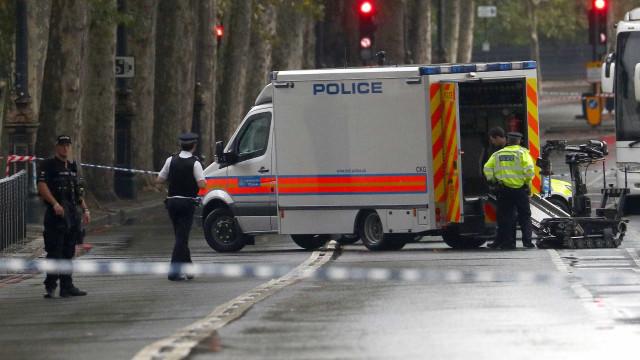 Área em Londres é interditada por causa de pacote suspeito