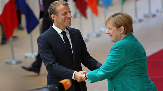 Após cúpula sobre Brexit, Macron e Merkel vão a bar em Bruxelas