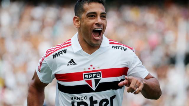 Com lesão no joelho, Diego Souza desfalca São Paulo contra o Grêmio