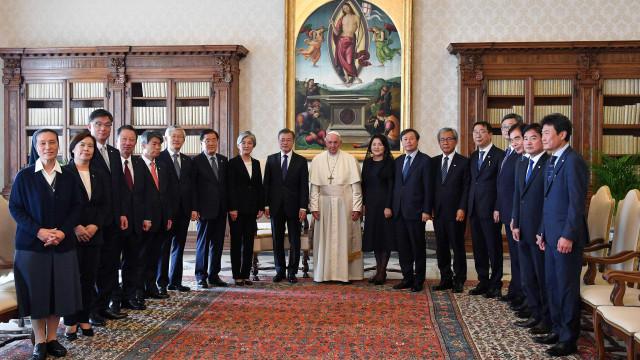 Papa se diz disponível a visitar Coreia do Norte