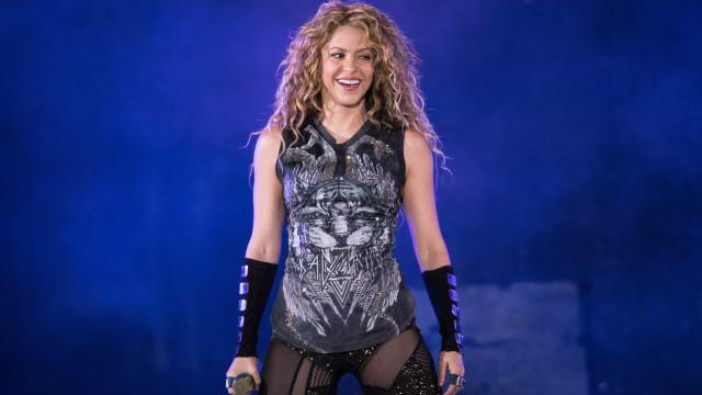 Shakira deixa parafernálias de lado em turnê mais roqueira