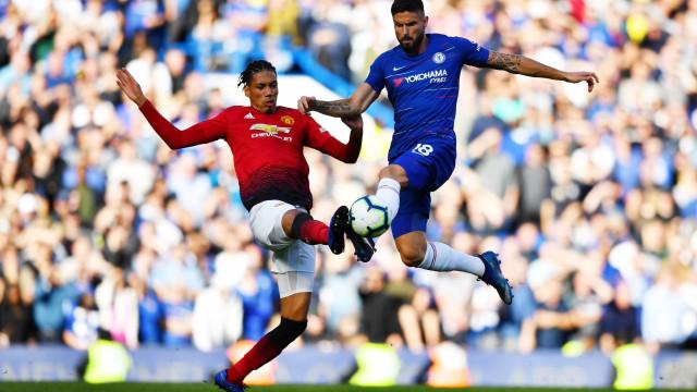 Chelsea sofre virada do Manchester, mas busca empate nos acréscimos