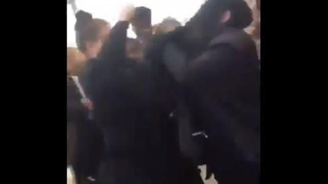 Vídeo mostra estudante muçulmana sendo agredida em Manchester