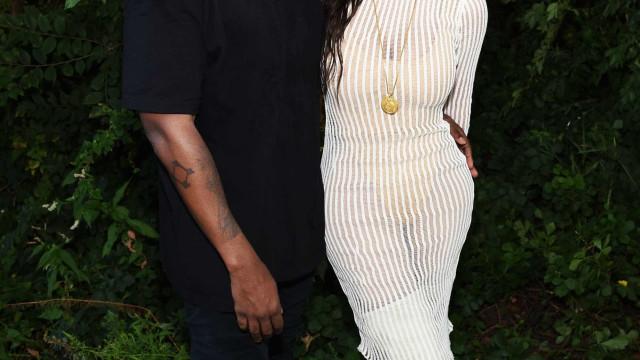 Em dia de festa, Kim Kardashian é surpreendida por Kanye West
