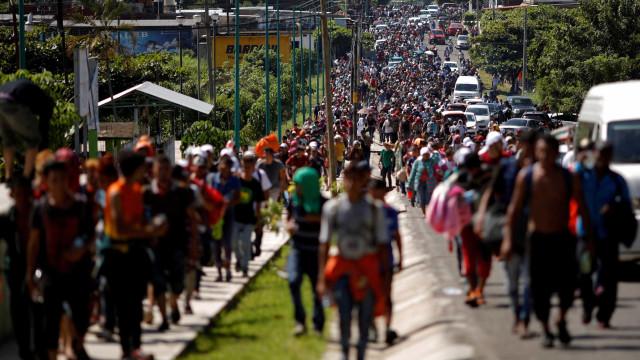 Trump diz que segurança da fronteira está em alerta com caravana