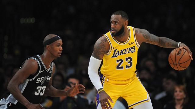 LeBron erra no fim e o Lakers sofre a 3ª derrota em 3 jogos na NBA