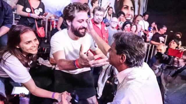Haddad faz 'ato da virada' no RJ com apoio de artistas