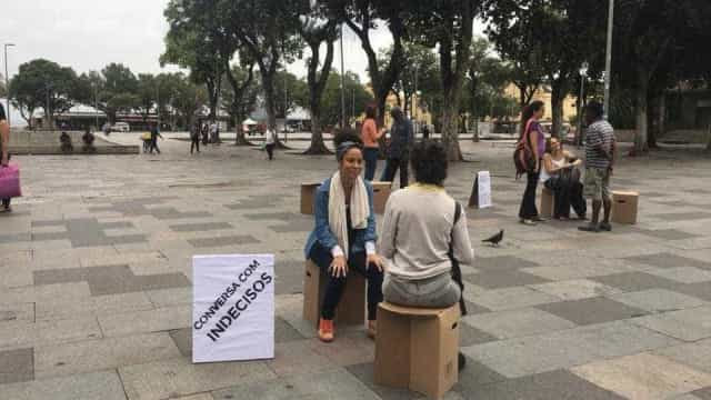 Atriz da Globo vai às ruas tentar convencer indecisos a votar em Haddad