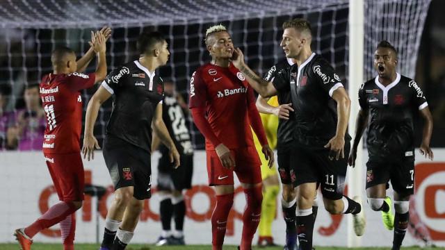 Em resultado ruim para os dois, Vasco e Inter empatam em São Januário