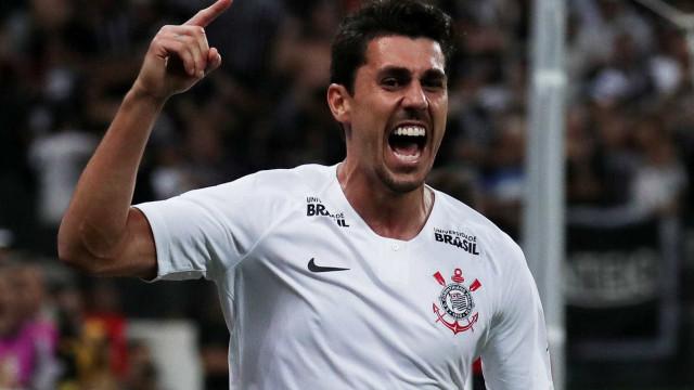 Danilo se coloca à disposição para atuar como 'falso 9' no Corinthians