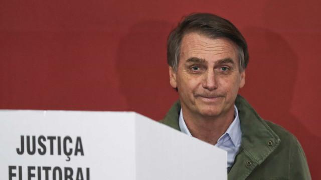Bolsonaro diz que conversará com Temer sobre reforma da Previdência