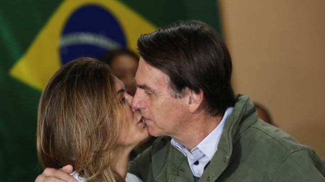 Futura primeira-dama nega que Bolsonaro seja homofóbico e racista