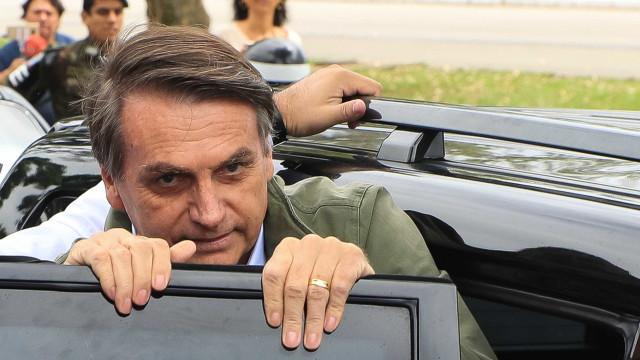 Bolsonaro se engana em versão sobre funcionária fantasma, diz Folha