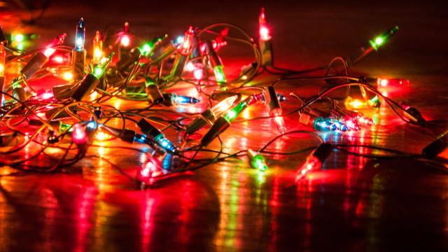 Oito dicas para fazer a decoração de Natal com economia e segurança