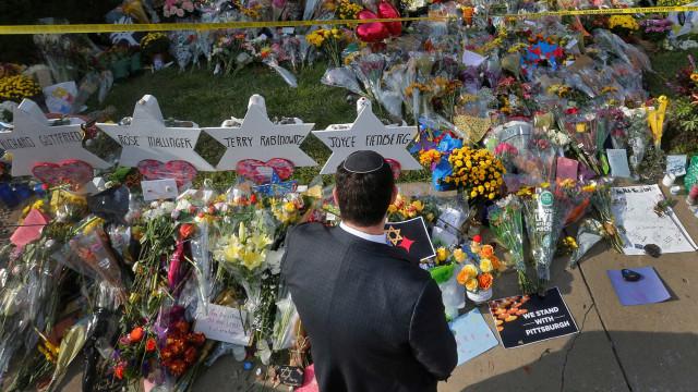 Acusado por ataque com 11 mortos em sinagoga nos EUA diz ser inocente