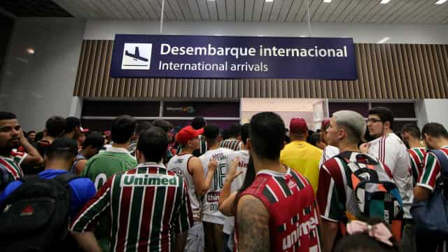 Após classificação no Uruguai, Fluminense é recebido com festa no Rio