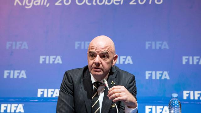Presidente da Fifa se defende após denúncias de favorecer City e PSG