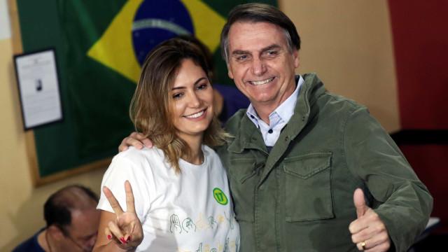 Bolsonaro critica jornal e diz que não há conflito religioso com esposa