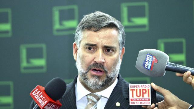 Líder do PT na Câmara critica prisão de Battisti