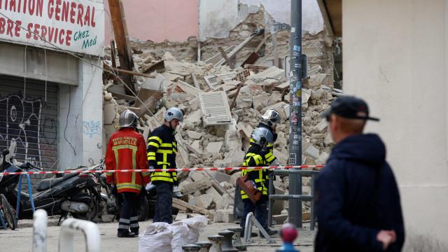 Autoridades retiram 4º corpo de escombros em Marselha