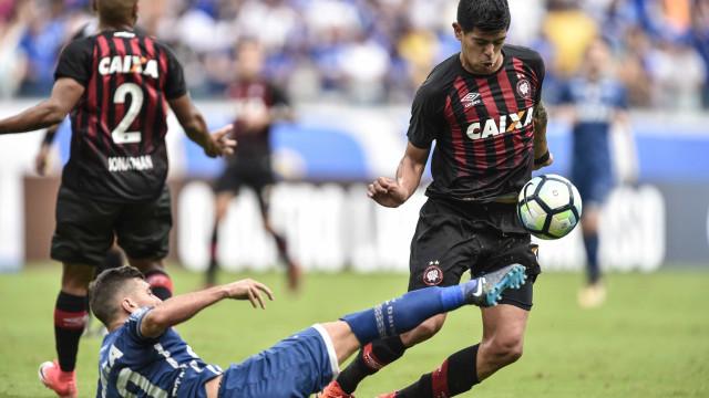 Atlético-PR vai mudar escudo, cores e uniformes, anuncia dirigente