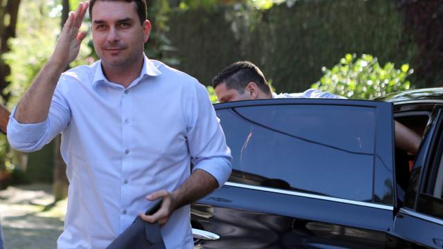 Em nova entrevista, Flávio descarta se afastar do mandato de senador