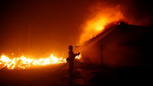 As fotos do incêndio que deixou ao menos 11 mortos na Califórnia