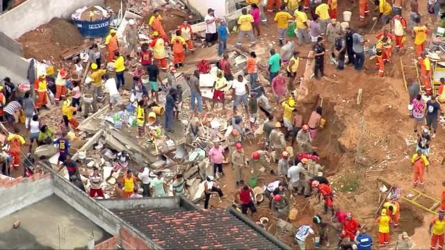 Deslizamento de morro deixa ao menos dez mortos em Niterói, no RJ