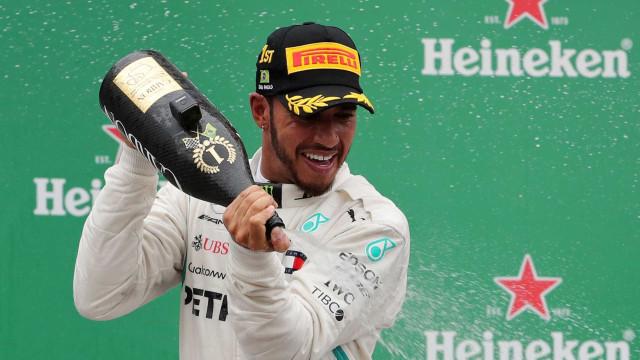 Hamilton encerra ano com vitória e recorde de pontos