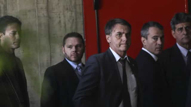 Bolsonaro reúne-se com ministros do TSE na sede do tribunal