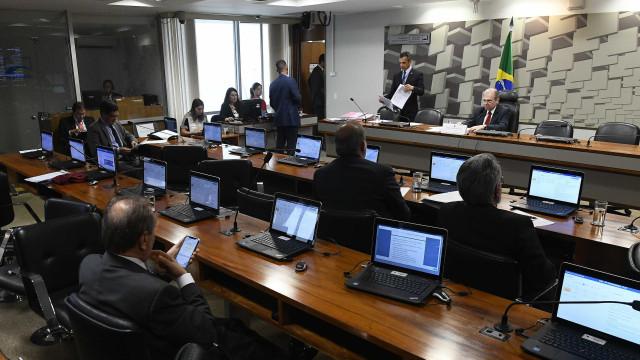Projeto que regulamenta trabalho insalubre de grávidas avança no Senado