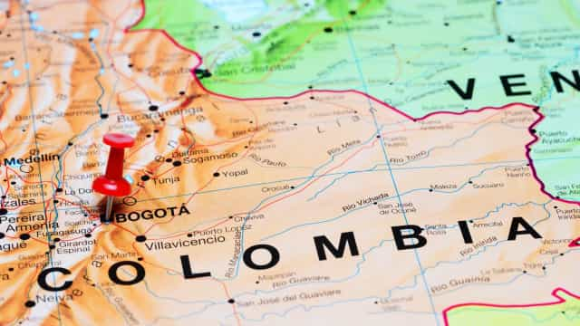 Bogotá transfere 300 venezuelanos no meio de protestos
