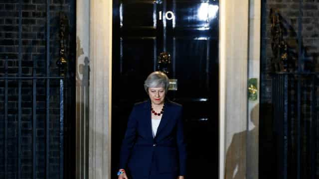 Governo May sofre 4 baixas após divulgação de acordo para o 'brexit'