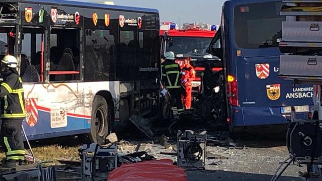 Acidente envolvendo ônibus escolares deixa 40 feridos na Alemanha