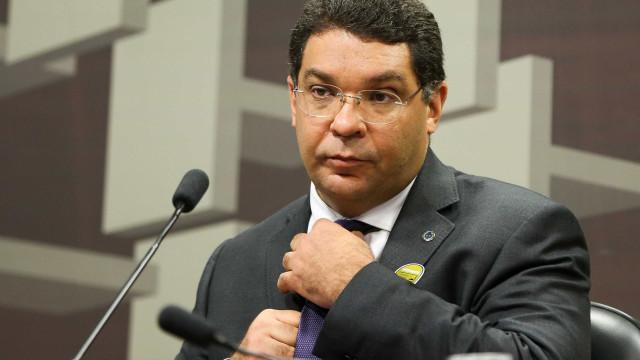 Paulo Guedes mantém Mansueto Almeida no Tesouro