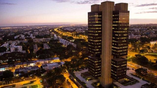Saiba quem é o diretor do Santander, o novo presidente do Banco Central