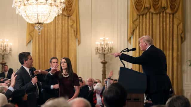 EUA determinam restituição de credencial a jornalista da CNN