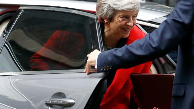 Theresa May anuncia novo ministro para o 'Brexit'